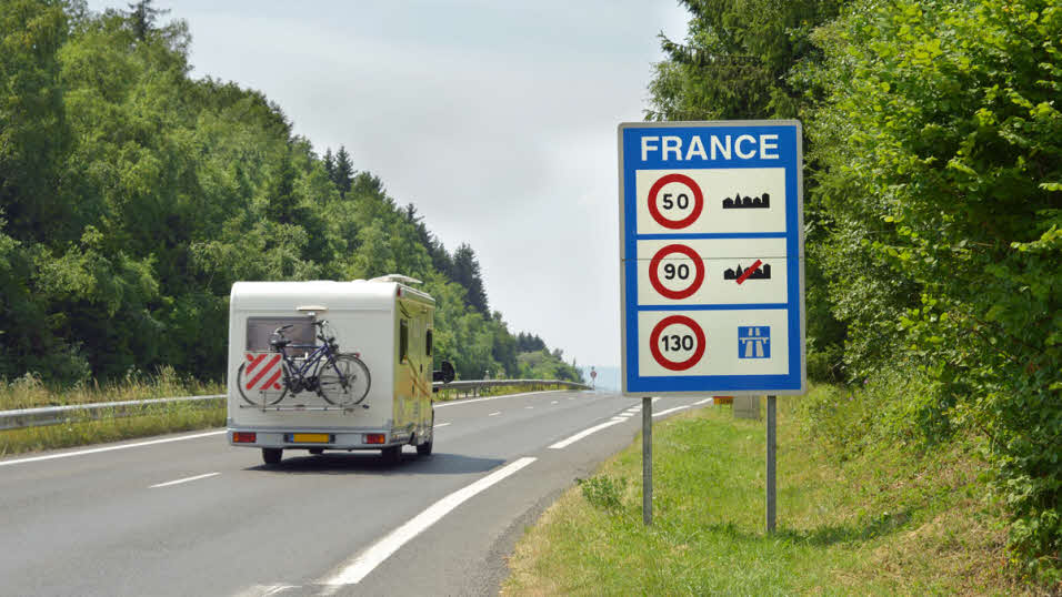 Caravan-motorway-speed-limit-sign-France